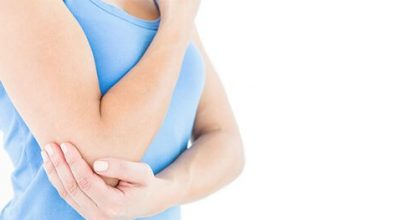 woman-with-shoulder-pain-in-camberly